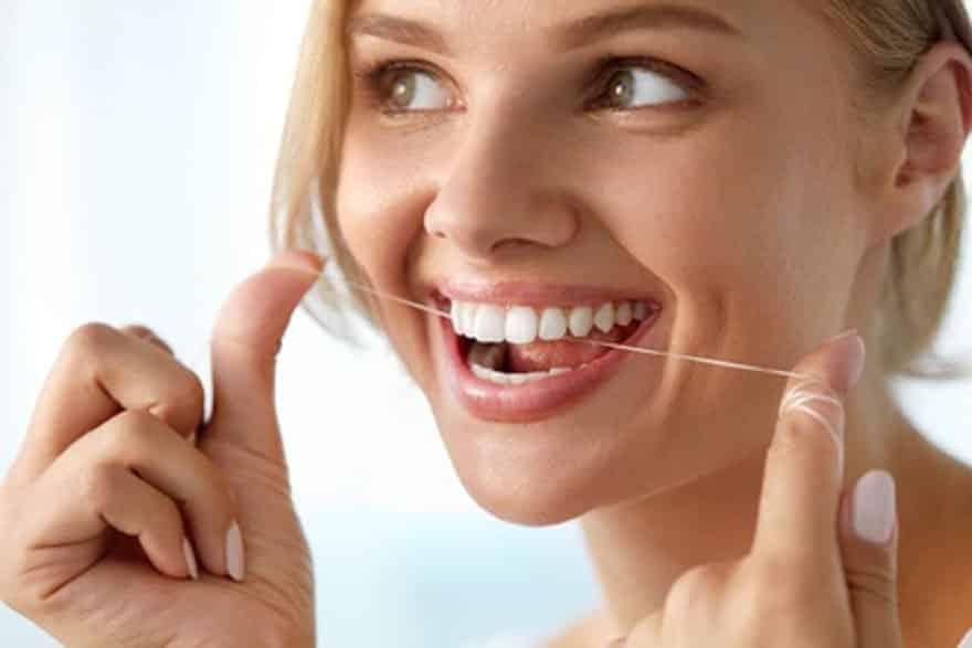Munddusche und Zahnseide
